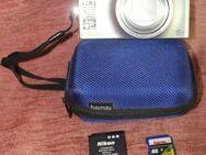 Kamera COOLPIX S8000 in silbern mit Tasche - Bad Belzig