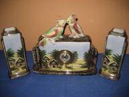 Wunderschönes Arrangement aus einer Keramik Kaminuhr und zweier Vasen - Zeuthen