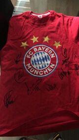 Unterschriebenes Trikot von den Spielern Bayern München