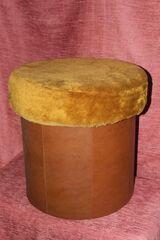 brauner Sitzpolsterhocker mit Aufbewahrungsraum darunter