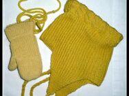 Babymütze und Handschuhe, liebevolle Handarbeit, alt - Niederfischbach