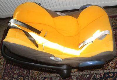 Gelb-schwarze Babyschale Maxi Cosi - Bad Belzig