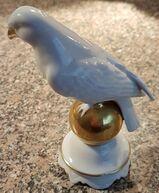 Weißer Vogel auf goldener Kugel um 1920 Porzellanfabrik Gerold & Co Tettau Bavaria