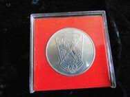 IV. Turn - und Sportfest DTSB / Gedenk Medaille DDR / Abzeichen Neusilber - Zeuthen