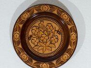 Geschnitzter, dekorierter Holzteller (Deko) - Karlsruhe