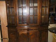 Wohnzimmerschrank im antiken Stil / Schrank aus MDF mit Echtholzfurnier / Möbel - Zeuthen