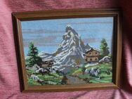 verglastes Wandbild Berglandschaft mit Hütten; gestickt - Bad Belzig