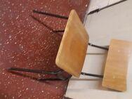STAPELSTÜHLE aus Holz/Metall - Xanten