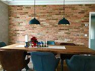 Essecke Lounge Wohnzimmer Wandgestaltung antike Ziegelsteine rustikale Klinker Mauersteine Backsteine Verblender Fliese klassisch rot - Halle (Saale)