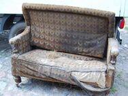 Gründerzeit Couch in Nussbaum / Sofa mit Holzgestell zum Restaurieren - Zeuthen