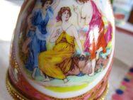 2 Porzellan- Eier auf Füßen - Weichs