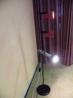 Stehleuchte im 70er Jahre Design / Stehlampe mit drei Strahler - Zeuthen
