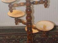 Brauner gedrechselter Vintage Holz-Pflanzenständer, für 7 Pflanzentöpfe - Bad Belzig