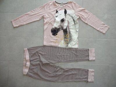 Mädchenschlafanzug mit Pferdemotiv zu verkaufen *Größe 170/176* - Walsrode