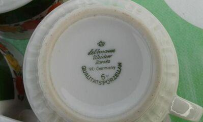 Alte Tassen mit Untertellern von Seltmann - Kassel Brasselsberg