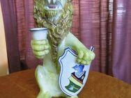 Keramik Löwe mit Becher und Schild / handbemalt, gestempelt / Dekoration 48 cm - Zeuthen