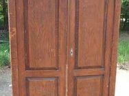 Antiker Kleiderschrank in Kiefer / alter zweitüriger Schrank zum Restaurieren - Zeuthen