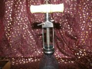 Antiker Korkenzieher, Corkscrew, Monogramm CG / vernickelter Stahl und Beingriff - Zeuthen