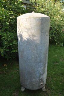 Wasserdruckkessel - ca. 300 Liter Fassungsvermögen - aus Zink - Zeuthen