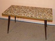 Couchtisch mit Mosaikfliesen / Tisch aus den 70er Jahren / Wohnzimmertisch - Zeuthen
