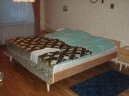 Schlafzimmermöbel - Doppelbett - Ulmen