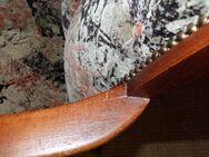 Wundervoller Armlehnsessel / massive Nieten / Holzstuhl gepolstert - Zeuthen