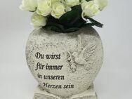 Grabdekoration Herz mit cremefarbenen Rosen, Grabschmuck Blumen. - Uslar