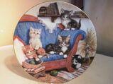 KAHLA Porzellan Sammelteller Auf dem Sofa mit Zertifikat + Beschreibung, 1994