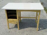 Antiker Schreibtisch / Kinderschreibtisch zum Aufarbeiten - Zeuthen