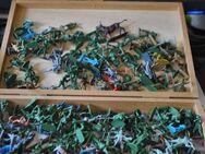 Sammlung von ca. 230 Militärfiguren aus Kunststoff - geeignet für Modellbau - Zeuthen