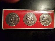 Medaille von Marx , Engels und Lenin -im Original Etui - Neubrandenburg