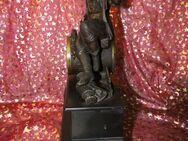 Antike Kaminuhr um 1900 aus Frankreich / Jägerfigur / Alabastersockel / defekt - Zeuthen