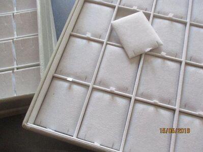 Schmucktabletts, oder -etalagen, stapelbar - Lich Zentrum