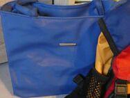 Damen Handtasche Umhängetasche blau mit Reißverschluß neu - Bibertal