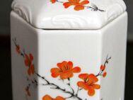 Porzellandose, sechseckig mit Deckel, orangefarbenes Blumenmotiv - Münster
