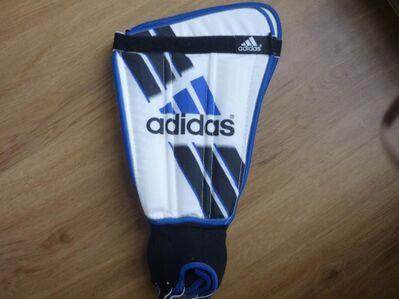 Neue Adidas Schienbeinschoner - Homburg