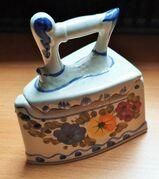 Porzellan Dose Blümchen Bügeleisen handbemalt