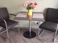 Tisch und 2 Armlehnstühle - Frankfurt (Main)