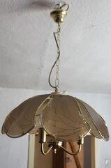 Deckenlampe golden mit Glasscheiben diese mit Dekostreifen