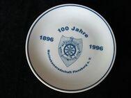 100 Jahre Marinekameradschaft Flensburg e.V. 1896-1996 Arzberg Porzellan Teller 15 cm Marine Deko weiß-blau 5,- - Flensburg