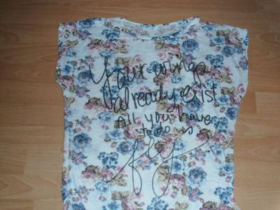 T-Shirt, mit Blumen und Schriftzug, Gr. 38/40 - Altenau