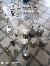 Zinnkrüge, Zinnbecher, Glaskrüge mit Zinn