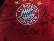 Unterschriebenes Trikot von den Spielern Bayern München - Bochum