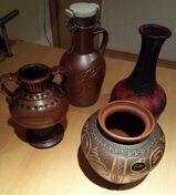 4 x Stück verschiedene Handgearbeitete Vasen in braun /rotschwarz