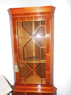 Wohnzimmereckschrank mit Vitrinenaufsatz furniert / englischer Stil um 1995 - Zeuthen