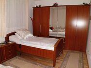 Senioren-Schlafzimmer, Kirschbaum, gepflegt - Kreuztal