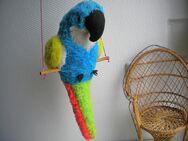 Papagei auf Stange zum hinhängen,macht Überschläge und brummt,Stoff,fester Körper,Alt,ca. 41 cm - Linnich