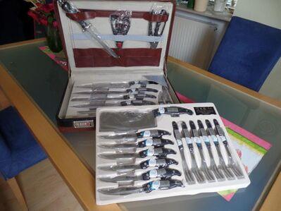 Ein Koffer voller Messer/Gabeln. - Friedrichsdorf