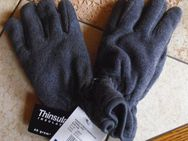 1 neues Kinderthermohemd plus handschuhe neu