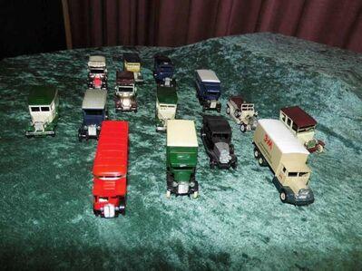 Konvolut aus 14 historischen Modellfahrzeugen / Modellautos Lledo Days Gone - Zeuthen